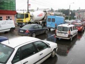 Străzile din Centru, pe care trebuia deviat traficul, s-au dovedit incapabile să preia un flux atât de mare de maşini