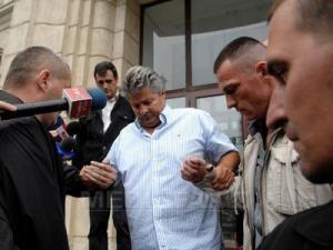 Sorin Ovidiu Vântu a fost reţinut sub acuzaţia de favorizarea infractorului. Foto: MEDIAFAX