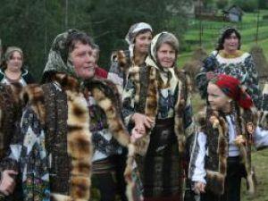 Locuitorii din Botoş încearcă să păstreze vii tradiţiile