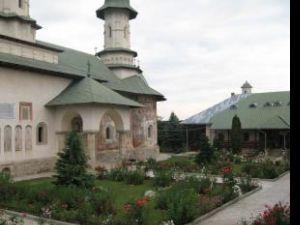 De la avangardă la duhovnicie: Discuții de poeți pe prispa Mănăstirii Râșca (I)