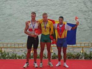 Ioan Prundeanu (dreapta) împreună cu câştigătorii locurilor I şi II
