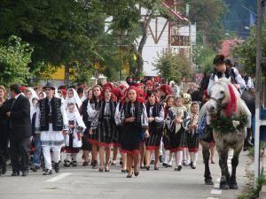 Parada portului popular în cadrul Festivalului Ţara Fagului, ediţia a doua