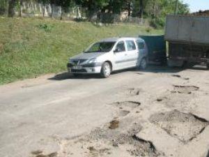 Drumul judeţean 208, pe porţiunea Fălticeni-Dolheşti, cea mai proastă şosea din judeţ