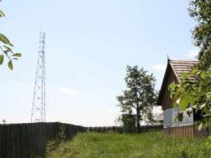 Turnul de 50 de metri e amplasat în apropierea caselor
