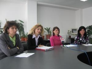 Funcţionarii Casei de Pensii Suceava şi AJOFM care au susţinut conferinţa de presă
