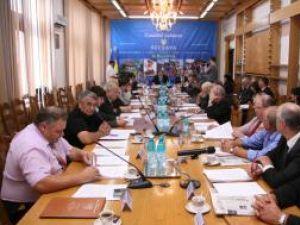 Consilierii judeţeni PSD au stat în sală la primele două puncte de pe ordinea de zi, apoi au anunţat că părăsesc sala