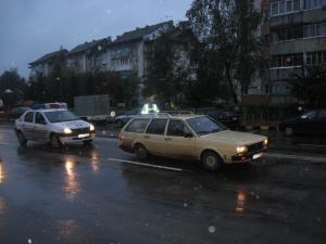 La Piaţa Burdujeni: Doi fraţi, acroşaţi de o maşină în zona trecerii de pietoni