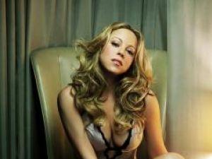 Mariah Carey va lansa în toamnă o linie de pantofi, parfumuri şi bijuterii
