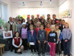 Copiii împreună cu organizatorii, susţinătorii şi însoţitorii taberei