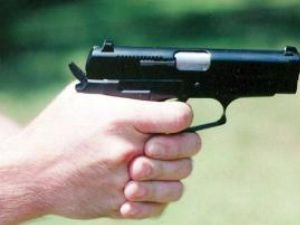 """""""Sperietori"""" cu pistol la brâu: Focuri de armă pentru prinderea hoţilor de cartofi de pe terenurile Staţiunii Agricole"""