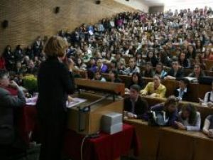 """Universitatea """"Ştefan cel Mare"""": Peste 12 mii de studenţi au început luni noul an universitar"""