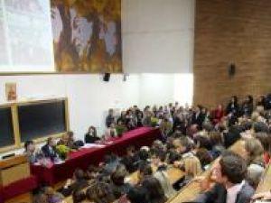 """Universitatea """"Ştefan cel Mare"""": Peste 12 mii de studenţi au început ieri noul an universitar"""