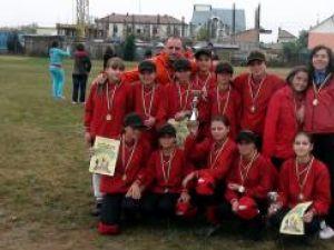 Echipa de softball junioare III a Clubului Sportiv Liviu Buhăianu din Frasin care a cucerit titlul naţional