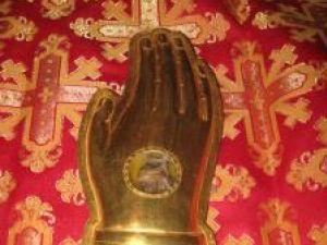 Fragmente din moaştele Sf. Ciprian şi a Sf. Mare Muceniţe Marina au fost aduse la Biserica din curtea Spitalului Vechi