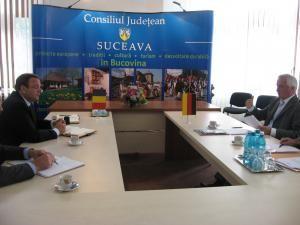 Preşedintele Consiliului Judeţean, Gheorghe Flutur, şi preşedintele Consiliului Regional Schwaben, Jürgen Reichert