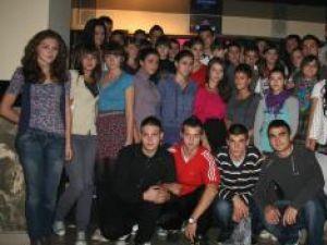 """Organizatorii balului şi bobocii de la liceul """"Ion Luca"""""""