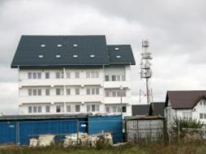 Orange va fi obligat să demonteze staţia releu de telefonie mobilă/antena de reţea GSM amplasată în apropierea Mănăstirii Zamca