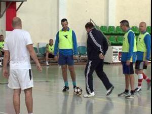 """Preşedintele Consiliului Judeţean, Gheorghe Flutur, a dat lovitura de începere a campionatului de fotbal """"Cupa Bugetarului"""""""
