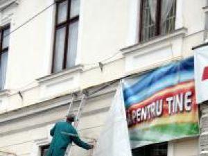Toate bannerele afişate pe faţada Muzeului de Istorie Bucovina au fost, ieri, înlăturate