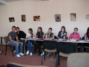 """Elevii din clasele terminale ale Colegiului """"Alexandru cel Bun"""" Gura Humorului discută despre organizarea balului bobocilor"""