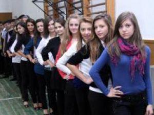 11 fete şi 11 băieţi vor intra într-o competiţie strânsă