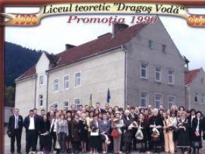 """O parte dintre absolvenţii promoţiei 1990 a Liceului teoretic """"Dragoş Vodă"""" Câmpulung Moldovenesc s-au reîntâlnit, după 20 de ani"""