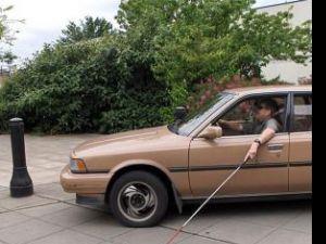 Bizar: Au permis de conducere auto şi certificat că nu văd la doi metri