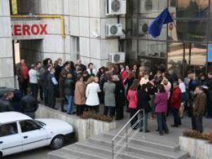 Finanţiştii din majoritatea serviciilor din cadrul DGFP, precum şi din Trezoreria Suceava, au participat la un miting spontan