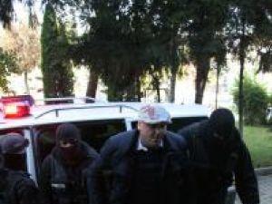 Tribunalul a acceptat propunerile de arestare a şase persoane din Botoşani, printre care şi pilotul de raliuri Andy Daniel Drob