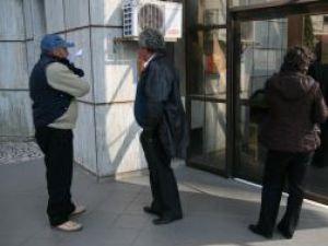 După declanşarea protestului, uşile Trezoreriei şi Finanţelor au fost închise, accesul publicului fiind blocat