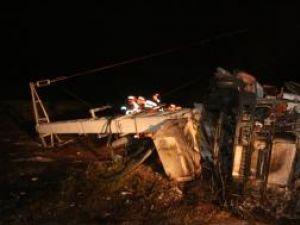 Cisterna a rupt stâlpul pe care era montat un transformator electric, după care s-a răsturnat