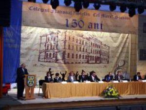 """Conducerea Colegiului Naţional """"Ştefan cel Mare"""" şi-a omagiat foştii şi actualii dascăli"""