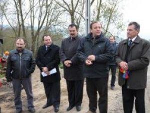 Trei drumuri construite cu finanţare europeană de un milion de euro au fost inaugurate la Dorna Candrenilor