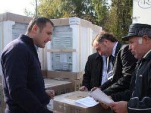 70 de familii afectate de inundaţii au primit din partea companiei OMV – Petrom aparate electrocasnice