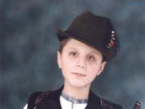 """Performanţă: Un copil nevăzător din Suceava, câştigătorul Concursului Naţional """"Olimpiada Copiilor Pentru Viitor"""""""
