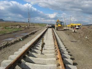 Ritm alert: Calea ferată de la Dărmăneşti, executată 90 la sută