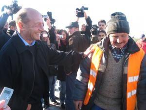 Rapid: Preşedintele Băsescu a fost într-o vizită de 11 minute la podul de la Dorneşti