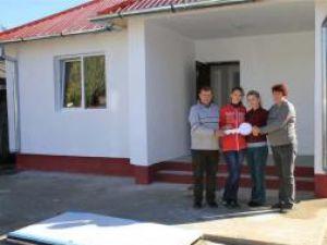Sprijin: Egger a ajutat sinistraţii din Dorneşti cu 100.000 de euro