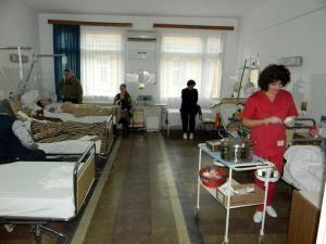 Aparţinătorii pot intra inclusiv în secţiile cu reguli stricte pentru persoane străine, cum ar fi Terapia Intensivă