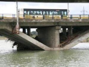 Consolidarea podului de peste râul Suceava va fi finalizată până la sfârşitul anului 2010