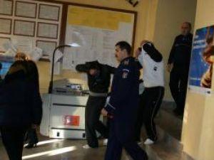 Suspecţii furtului de 100.000 de euro de la Dorneşti rămân în arestul Inspectoratului de Poliţie al Judeţului Suceava