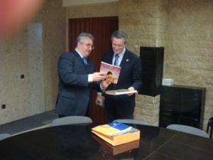 Reprezentantul Statelor Unite ale Americii, consulul general James B. Gray, s-a întâlnit cu primarul Sucevei, Ion Lungu