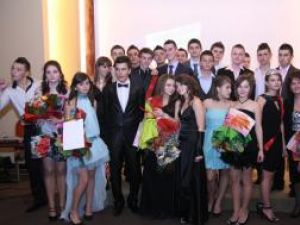 """Cei mai frumoşi boboci de la Colegiul """"Alexandru cel Bun"""" din Gura Humorului"""