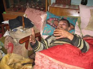 Bătrânul în vârstă de 76 de ani a fost ieri la un pas de a arde de viu în propria locuinţă