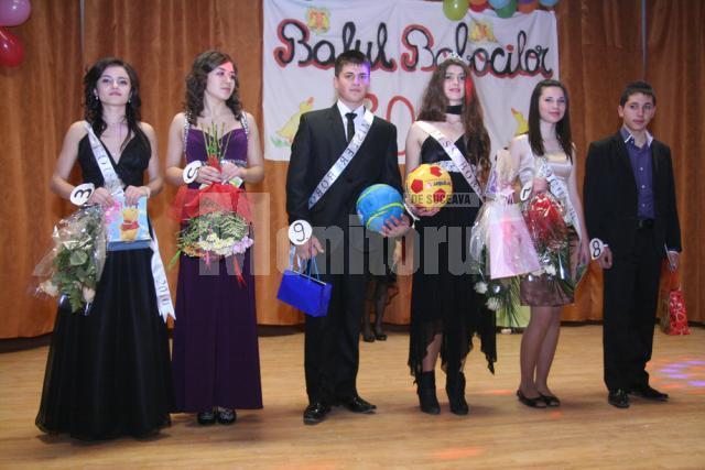 Andreea Bosânceanu şi Andrei Andruşcă, Miss şi Mister Dumbrăveni, alături de ceilalţi câştigători