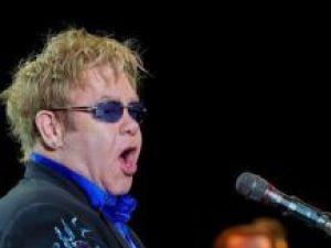 Elton John spune că nu mai poate concura cu artişti precum Lady Gaga