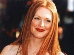 Julianne Moore, despre declaraţia homofobă a lui Silvio Berlusconi: Regretabilă, arhaică şi idioată