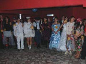 Petrecerea adolescenţilor - Balul Bobocilor la Vicovu de Sus