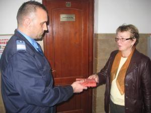 Femeia i-a mulţumit jandarmului pentru gestul său
