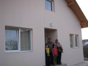 Familia Hatneanu s-a mutat în casă nouă